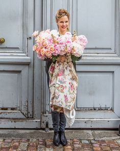 Catherine Muller stands on a brick-lined Parisian street in front of towering, pale blue double doors, holding a profuse French-style bouquet of pink and white blooms, with the stems wrapped in floral fabric that trails to the ground. Holding Flowers, All Flowers, Tropical Flowers, Colorful Flowers, Spring Flower Arrangements, Floral Arrangements, Spring Blooms, Spring Flowers, Pink Umbrella