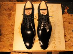 There are not too many saddle oxfords out there, but an even more underrepresented oxford is the swan neck oxford, which for me is among the most elegant of oxfords. It goes back to the whole idea …