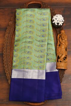 Paris Green, Kanchipuram Saree, Hand Designs, Traditional Design, Shades Of Green, Silk Sarees, Vivid Colors, Temple City, Stripes