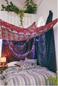 15 schöne Hipster Schlafzimmer Design Ideen A hipster is generally defined as a young middle-class urban adult who values society and consumerism … Bohemian Bedrooms, Boho Room, Bohemian Decor, Bohemian Bedspread, Hippie Bohemian, Bohemian Tapestry, Girl Bedrooms, Hippie Dorm, Bohemian Lighting