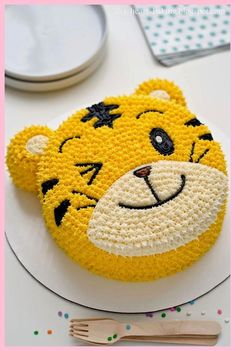 i heart baking!: qiaohu tiger cake I Heart Baking ! Fondant Cupcakes, Cupcake Cakes, Buttercream Cake, Butter Cupcakes, Fondant Bow, 3d Cakes, Fondant Tutorial, Fondant Flowers, Animal Birthday Cakes