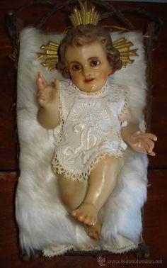 Niño Jesús con cuna y vestido años 20 de la prestigiosa Casa Rosés.