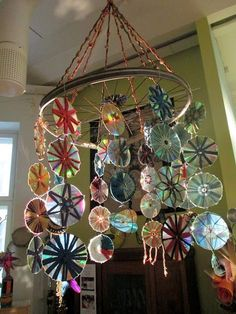 Old CDs make an awesome mandala type decoration Cd Crafts, Upcycled Crafts, Diy And Crafts, Crafts For Kids, Repurposed, Fun Outdoor Activities, Outdoor Crafts, Outdoor Decor, Cd Decor