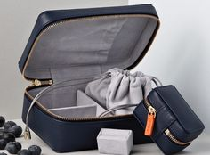 Luxe Jewellery Holder | Stow London knows how to do luxe travel accessories very well. It's function meets style using beautiful quality leather and well designed features and compartments. Their jewellery cases are perfect for travel. #jewelleryholder #jewellerycase #travelaccessory #jewelryholder #jewelrycase