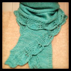 knit scarf with leaf border. So pretty! Ravelry free pattern download.