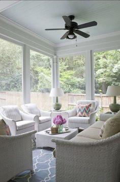 House of Turquoise: Lily Mae Design.If only I had a sunroom or screened in porch. Blue Ceiling Paint, Colored Ceiling, Ceiling Color, Black Ceiling, House Of Turquoise, Traditional Porch, Sunroom Decorating, Decorating Ideas, Decor Ideas