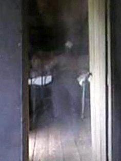 Fantasma no Museu do Cientista! Imagem de suposto fantasma apareceu em foto tirada no museu do cientista e cirurgião britânico Edward Jenner
