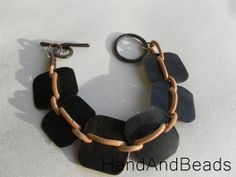 Copper and natural greek leather bracelet di HandAndBeads su Etsy, €18.00