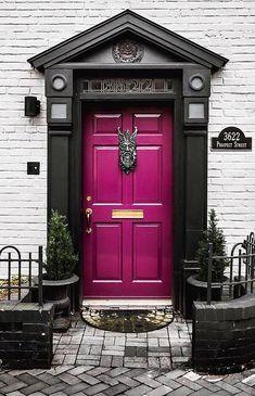 32 Front Door Color Ideas to add personality to your outdoor area - Türen - Door Design Best Front Door Colors, Best Front Doors, Cool Doors, Unique Doors, Front Door Design, Front Door Decor, Front Porch, Porch Uk, Grand Entrance