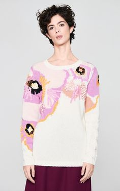 @escada #flower #sweater #floralpattern #flowersweater #fall2020  Knitwear Fashion, Embroidered Silk, Look Fashion, Fashion Design, Pulls, Diy Clothes, Passion For Fashion, Lana, Cashmere