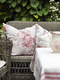 Red & white accents in a country garden. Shabby chic floral.