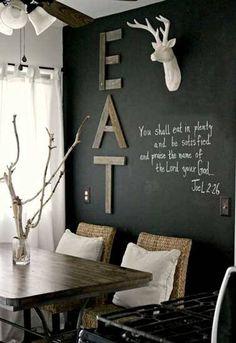 La peinture tableau noir, unepeinture pour meuble et mursà la fois. Avec, on repeint et décore lesmurs, relooke sacuisine d'un beau tableau noir pour les mémo écris à la craie.Et si on veuxl'utiliser pour repeindre un meuble, effet boeuf garanti ! Avec une peinture ardoise c'est carte blanche p