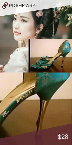 Sultry gold tipped Asian print teal blue heels A stunning teal blue floral Asian design brings these gorgeous heels jumping into view, with a slim gold stilleto heel making a smashing statement and a sweet bow finishing up the design!  These are absolutely gorgeous, and you won't find them on everyone else's feet! ;) Splash  Shoes Heels