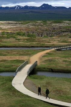 Walking at Thingvellir (Iceland) | Promenade à Þingvellir (Islande) | Paseo en Þingvellir (Islandia)