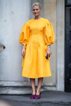 Velvet Was Everywhere on Monday Outside London Fashion Week - Fashionista Fashion 2020, Runway Fashion, Spring Fashion, High Fashion, London Fashion, Fashion Weeks, Fashion Tips, Street Style 2017, Street Chic