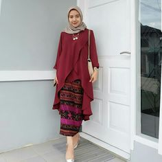Hanung Tunik Maroon Bahan Wolfice Fit L+ Harga Kebaya Modern Hijab, Kebaya Hijab, Kebaya Dress, Kebaya Brokat, Batik Fashion, Abaya Fashion, Muslim Fashion, Fashion Dresses, Fashion Sewing