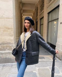 The 4 Fall Trends This Parisian Mom Borrows From Her Daughters Winter Fashion Outfits, Winter Outfits, Autumn Fashion, Denim Fashion, Acne Shearling Jacket, Mode Simple, Parisian Style, Fall Trends, Well Dressed