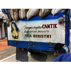 24 Tulisan lucu di bak truk ini dijamin bikin kamu senyum sendiri! No Quarter, Funny Quotes, Funny Pictures, Jokes, Humor, Meme, Art Direction, Food Photography, Trucks