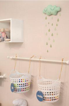 varões-para-decorar-e-otimizar-o-espaço-vertical-do-quarto-das-crianças-quarto-de-brinquedos
