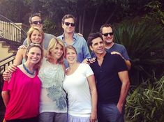 I find it super adorable that the Full House cast got together to celebrate the 25th anniversary of the show last week!