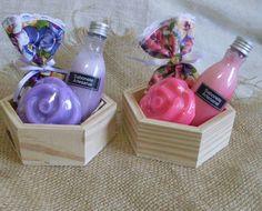 Lindo kit com sachê de gaveta+sabonete liquido 50ml+sabonete artesanal Rosas.Aromas deliciosos a sua escolha.