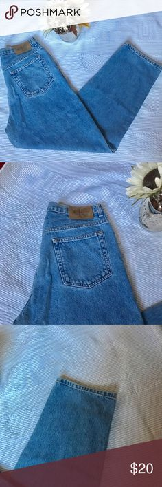 Calvin Klein high waisted Mom Jeans Vintage Calvin Klein high waisted Mom Jeans. In perfect condition. 28 1/2 inseam. Calvin Klein Jeans Jeans