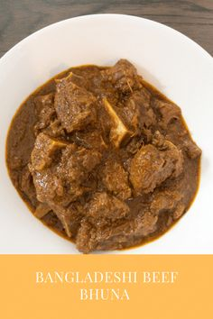 A super tasty curry, a traditional Bangladeshi beef bhuna, gorur mangsho bhuna. Nice and spicy curry delicious with rice or roti's! Make this curry in half the time using this pressure cooker recipe! #BeefBhuna #GorurMangshoBhuna #OnepotBeefCurry #PressureCookerBeefCurry #BeefCurry