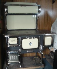 Findlay Oval Wood Stove - Visit http://www.woodstoves.on.ca