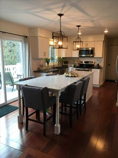 White Kitchen Island, Home Decor Kitchen, Kitchen Remodel, Kitchens, New Homes, Layout, Table, House, Furniture