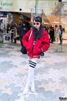 Japanese High School Girl in Harajuku: Great balance!
