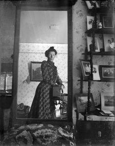 A mirror selfie, ~1900