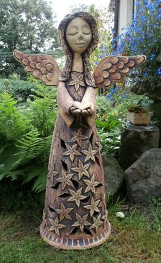 Garden angel made by a Czech artist Ceramic Figures, Ceramic Art, Polymer Clay Projects, Clay Crafts, Paper Clay, Clay Art, Clay Angel, Pottery Angels, Pottery Handbuilding