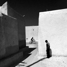"Foto por Ako Salemi - ""Old part of Kish Island"" - serie ""Iran from my Phone"" Mobile Photography, Street Photography, Fotojournalismus, The Mind's Eye, Street Image, Street Portrait, Documentary Photographers, Instagram Blog, Monochrom"