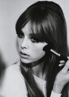 Make-up artist Lisa Eldridge recreated the makeup that was so popular, dolly look on British gal Edie Campbell. Beauty Make-up, Hair Beauty, Bridal Beauty, Beauty Marks, Beauty Tips, Mode Statements, Fashion Statements, 1960s Hair, Sixties Hair