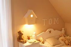 Sehr schöne Kinderzimmerlampe in Vogelhausoptik. In vielen Farben erhältlich, ist sie die ideale Beleuchtung für jedes Kinderzimmer. Ein ideales Geschenk zur Geburt. Über der Wickelkommode...