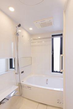 洗面/バスルーム光あふれる/明るい/日当たり お風呂に窓 ユニットバス CO+ GALLERY(コプラスギャラリー)   コーポラティブハウスの株式会社コプラス Corner Bathtub, Bathroom, Home, Washroom, Full Bath, Ad Home, Homes, Bath, Bathrooms