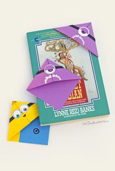 Quick and Easy Minion Bookmark Kids Craft Perfect for a Minion Birthday Party! {OneCreativeMommy.com} Have you ever seen these origami bookmarks? They're so easy and fun to use.