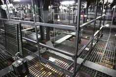 Une vue d'un GRILL moderne ( grill= partie au dessus de la scène)