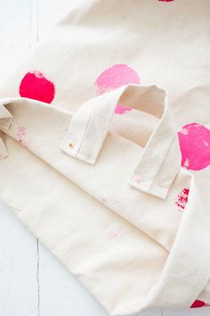 Hace y decorá vos mismo tu cesto laundry - Trapitos.com.ar - Blog Tableware, Diy, Craft, Shape, Shopping, Sewing Lace, Sewing Accessories, Cotton Canvas, Fabric Purses