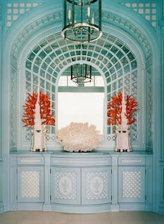 Beach House - a glamorous niche with symmetrical displays of coral