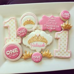 Gold and pink first birthday cookies by Hayleycakes and cookies Cookies For Kids, Fancy Cookies, Cute Cookies, Royal Icing Cookies, First Birthday Cookies, Pink First Birthday, Princess Birthday, Princess Party, Cupcakes