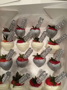 Chocolate covered strawberries with Ciroc shooters Chocolate Covered Treats, Chocolate Dipped Strawberries, Strawberry Dip, Strawberry Recipes, Strawberry Shortcake, Homemade Chocolate, Hot Chocolate, Blackberry Syrup, Edible Arrangements