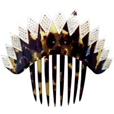 A pretty mid Victorian tortoiseshell hair comb with spiky profile pCONDITION: small break on one point otherwise good vintage condition with expected wear pSIZE: 4 ins h x 5 ins w (10 x 13 cm) decorative part 1½ ins h (4 cm) pAPPROXIMATE DATE: 1880s – 1900s pMATERIALS: tortoiseshell, mother of pearl. pDESCRIPTION: pHere is a classic hinged mid Victorian tiara hair comb with an intriguing spiky design. This is overlaid with lozenges of mother of pearl to form an attractive coronet effect. This Vintage Hair Combs, Vintage Hair Accessories, Tiara Hairstyles, Vintage Hairstyles, Tortoise Shell Hair, Victorian Life, Pearl, Spanish, Profile