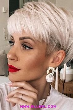 Edgy Pixie Hairstyles, Edgy Short Haircuts, Pixie Haircut For Thick Hair, Short Hair Undercut, Short Haircut Styles, Short Hairstyles For Women, Natural Hairstyles, Short Hair Cuts For Women Edgy, Short Cropped Hair