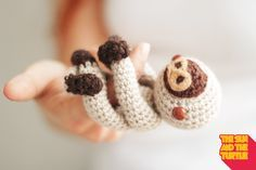 This free crochet pattern will guide you through the steps to make an easy amigurumi baby sloth. You will practice how to make color combinations in an amigurumi and how to use pipe cleaners to make bendable limbs in your amigurumi.