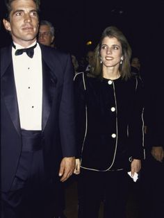 John F. Kennedy Jr. and his wife Carolyn Bessette died in a plane crash - Celebrities who died young Photo (28887990) - Fanpop fanclubs