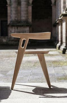 Chaise minimaliste en bois de Domohomo Arquitectos