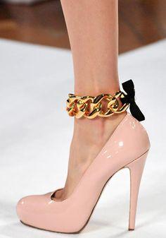 Normaluisa, collezione primavera-estate 2012. Italian chic touch (Love the ankle bracelet♥)