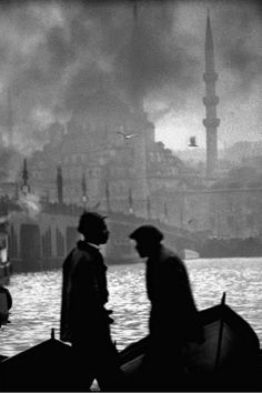 firsttimeuser: Marins sur le boshore, Istanbul, 1956 by Ara Guler Monochrome Photography, Black And White Photography, Street Photography, Art Photography, Old Pictures, Old Photos, Vintage Photographs, Vintage Photos, Foto Art