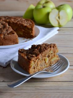 Apple cake with almond crumble (scroll down for English recipe). Vegan.